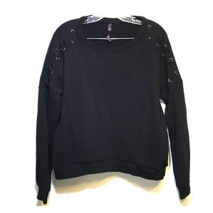 Betsey Johnson Black Crewneck boxy Cut Sweatshirt